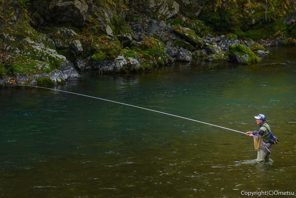 御岳渓谷の釣り人