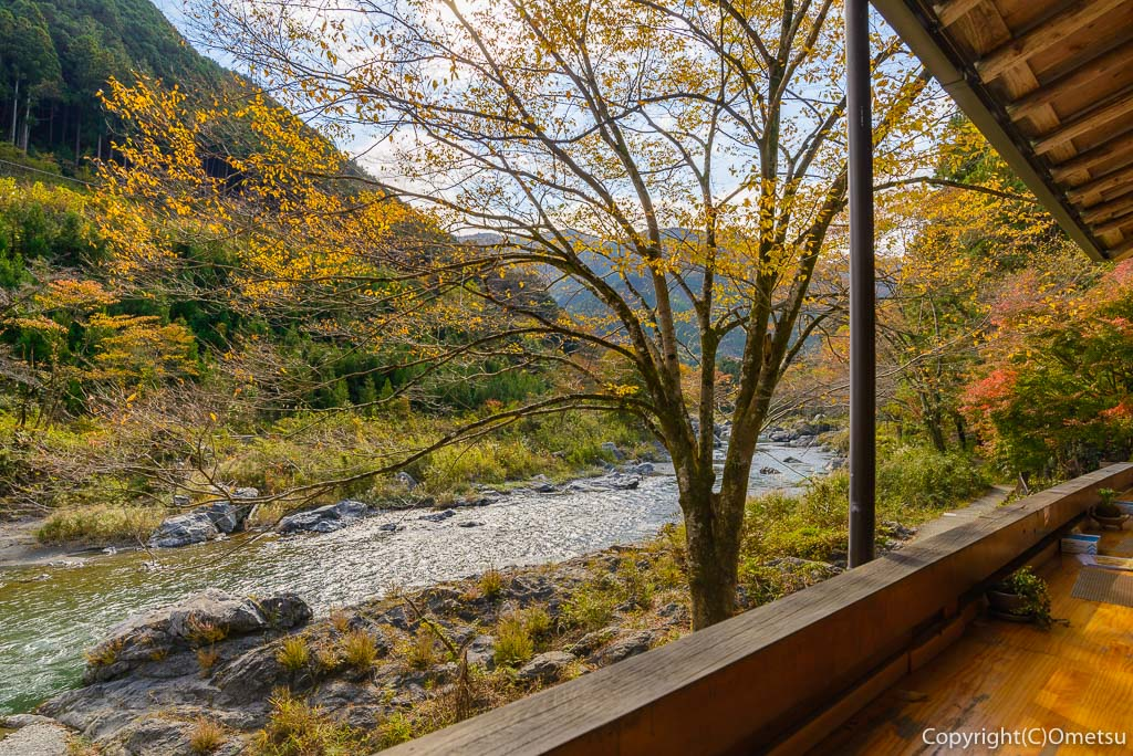 青梅市・御岳渓谷の、茶房ギャラリーついんくるの絶景
