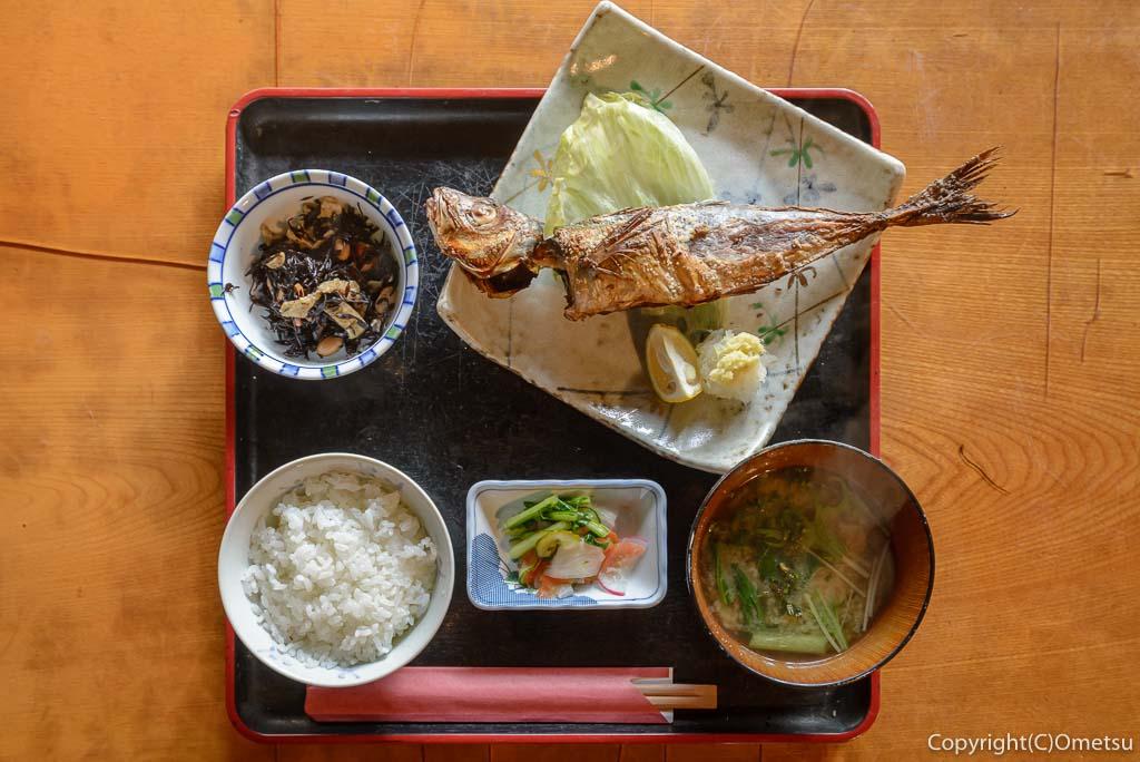 青梅市・岩蔵温泉の、「古民家いろり」の、焼魚定食
