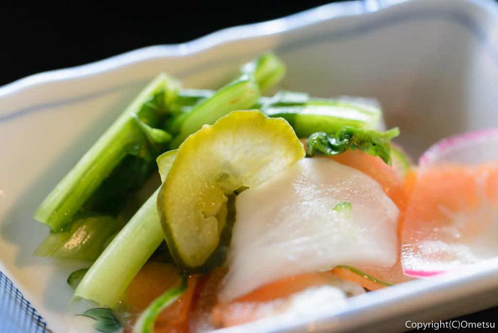 青梅市・岩蔵温泉の、「古民家いろり」の、焼魚定食の、漬物