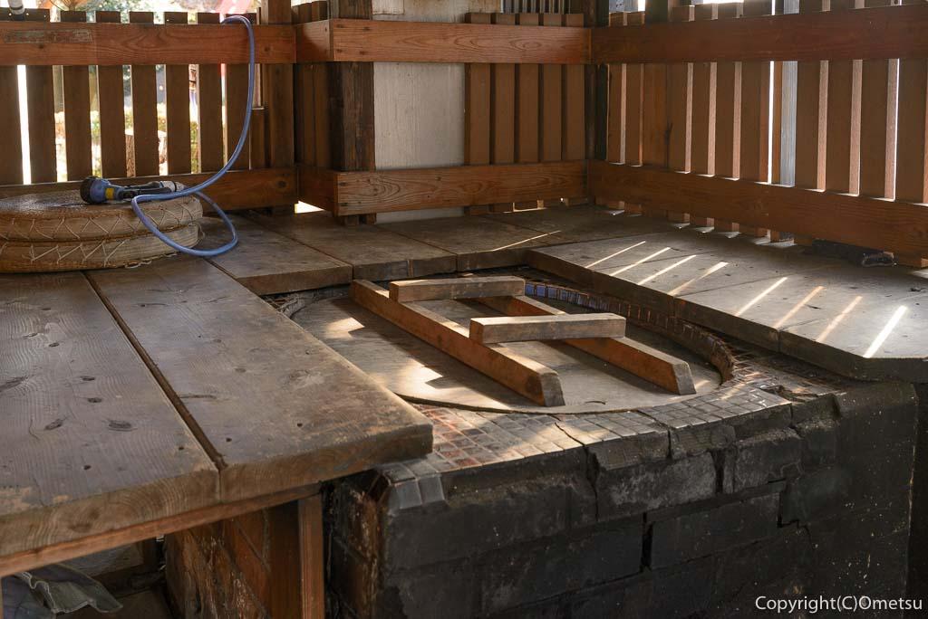 青梅市・岩蔵温泉の、「古民家いろり」の足湯
