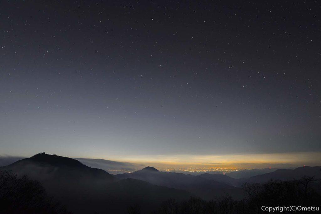 青梅市・御岳山・長尾台からの星空と、東京の夜景