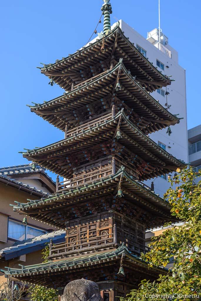 青梅市・延命寺のミニ五重塔