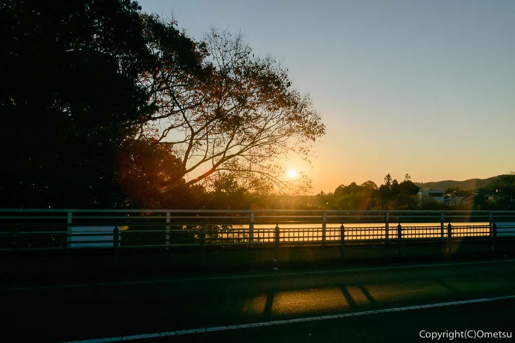 青梅市・下奥多摩橋からの、日の出