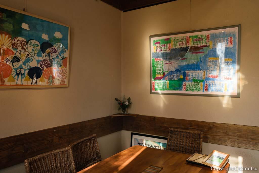 青梅市・河辺のカフェ チャーティーフォーの店内