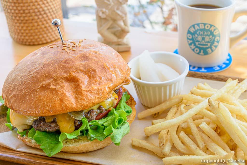 羽村市・ワボクカフェ トーキョーの、コルビージャックチーズバーガー