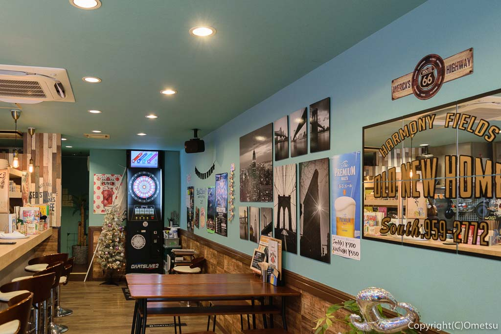 """羽村駅東口の""""Cafe&Bar 808""""の店内"""