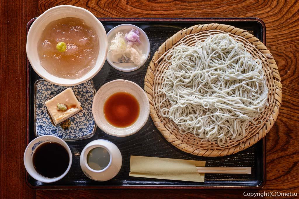 青梅・梅の内の、そば豆腐と刺身コンニャクの、そばセット