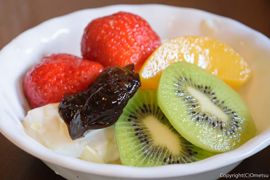 青梅のカフェ・ド・クラージュのフルーツサラダ