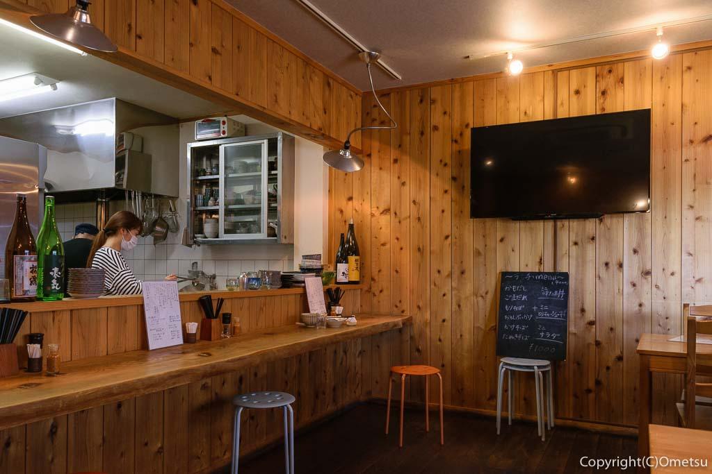 青梅市・河辺の、つけ蕎麦KATSURAの店内