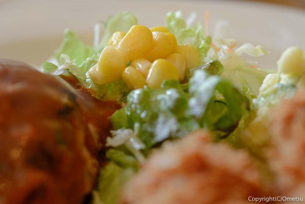 あきる野市・五日市の、洋食キッチン シオンの付け合せのサラダ