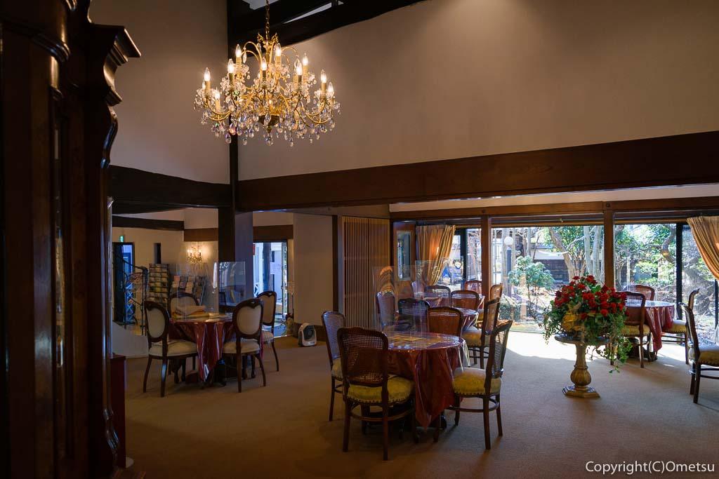 瑞穂町・耕心館の、喫茶ストーリアの店内