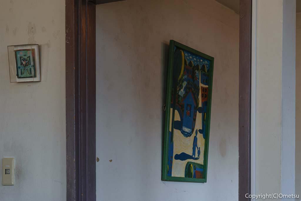 青梅市のカフェ「夏への扉」の店内の絵