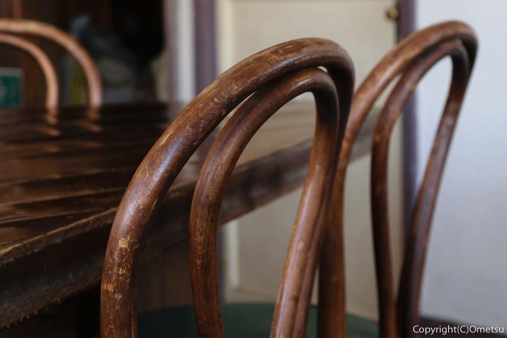 青梅市のカフェ「夏への扉」の店内の椅子