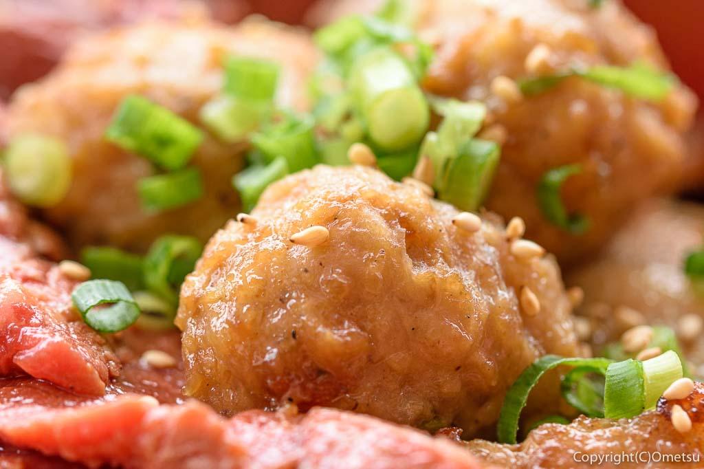 青梅市・御岳のステーキ店 NAMAの、オールスター丼の鶏のつくね