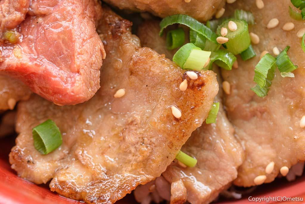 青梅市・御岳のステーキ店 NAMAの、オールスター丼の青梅豚