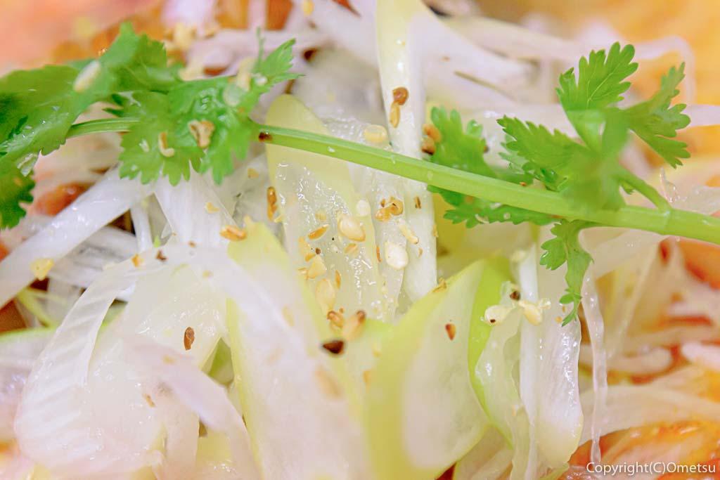 青梅・担々麺杉山の、担々麺のパクチーとネギ