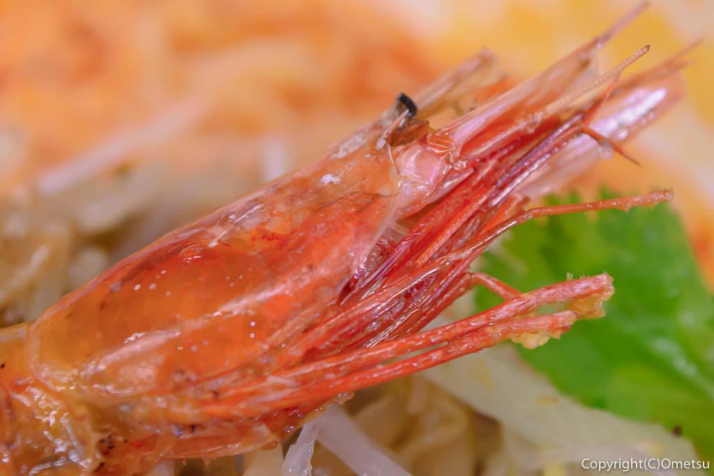 青梅・担々麺杉山の、担々麺の殻ごと食べられる海老