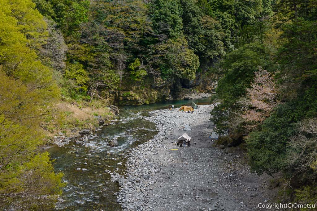 奥多摩・昭和橋から多摩川の渓谷美の展望