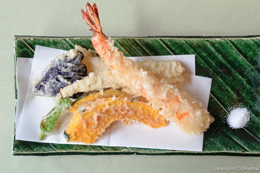 あきる野市・五日市の蕎麦店・寿庵忠左衛門の、天せいろの天ぷら
