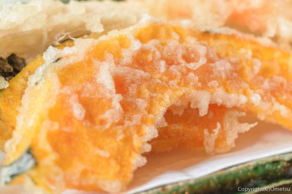 あきる野市・五日市の蕎麦店・寿庵忠左衛門の、天せいろの、カボチャの天ぷら