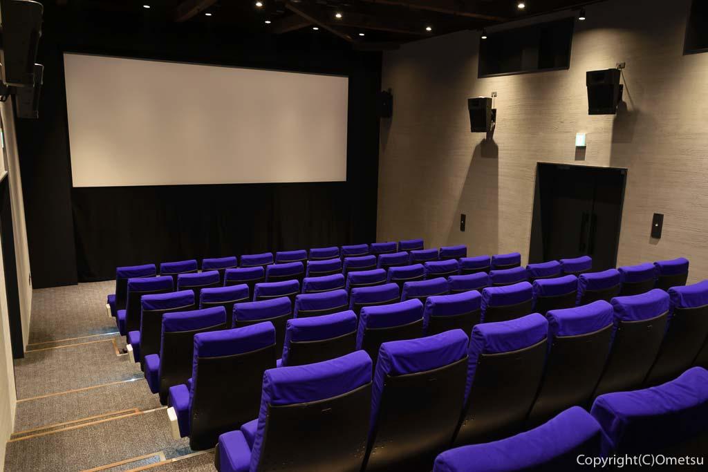 青梅市の有形文化財建築物の映画館・シネマネコの内部