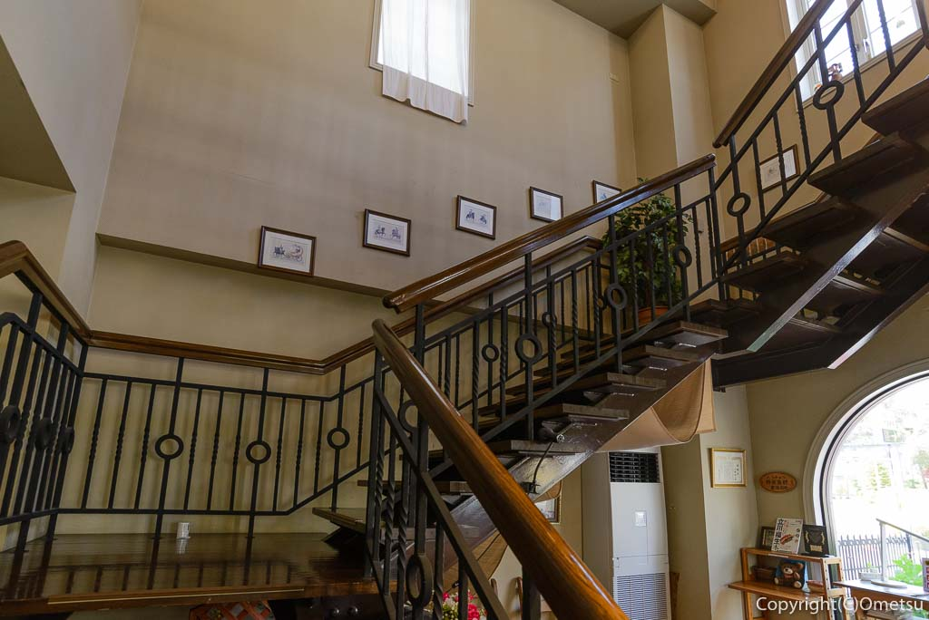 福生市・大多摩ハムのレストラン、シュトゥーベン・オータマの階段