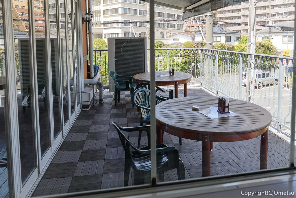 福生市・大多摩ハムのレストラン、シュトゥーベン・オータマのテラス席