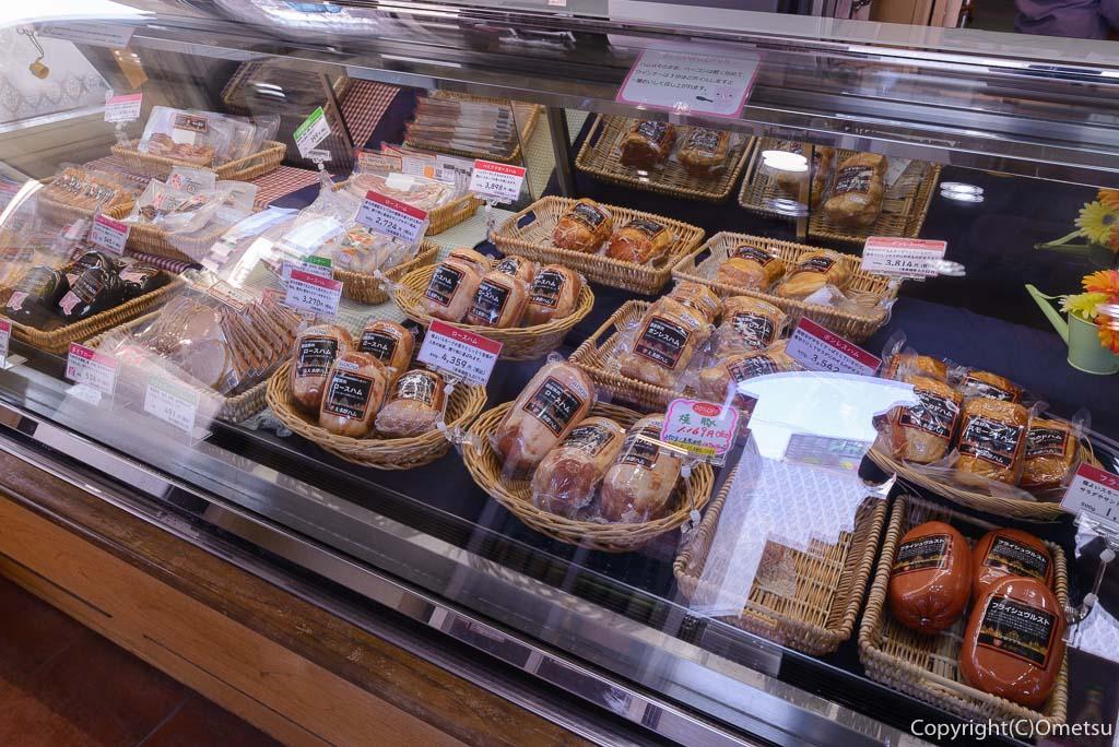 福生市・大多摩ハムのレストラン、シュトゥーベン・オータマの直売店のハム