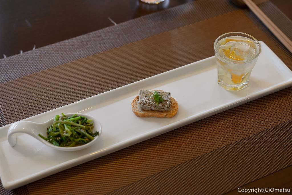 奥多摩町・海沢の東京多摩学園・カフェ&レストランSAKAの、秋山牛と奥多摩しいたけのハンバーグの前菜