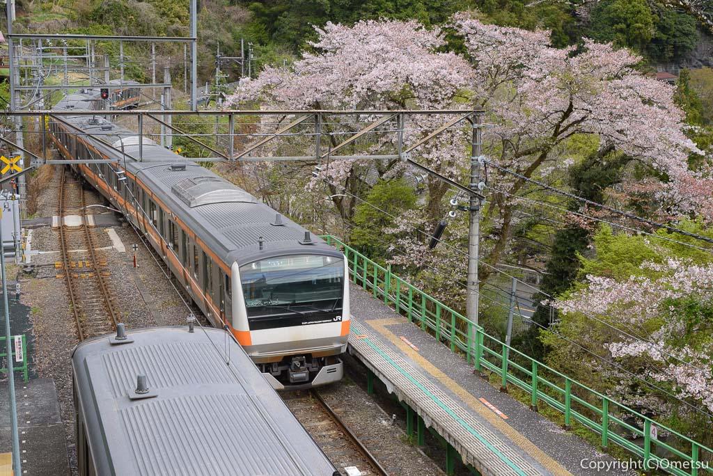青梅線・鳩ノ巣駅の列車