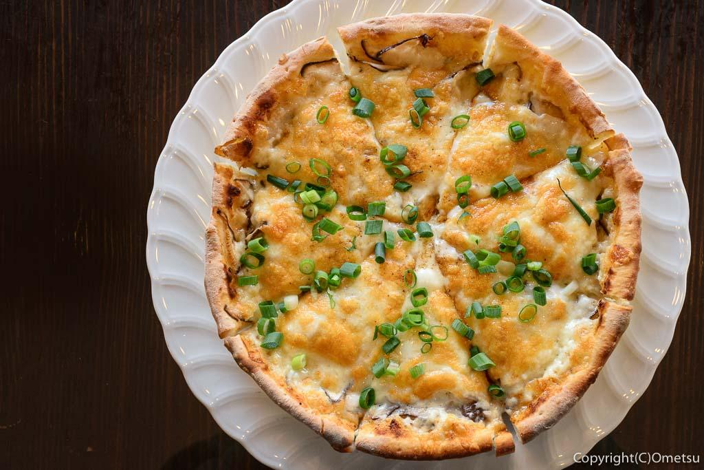青梅市・内沼きのこ園の、軽食喫茶 ぴるつ・きのこたっぷりぴるつ特製ピザ