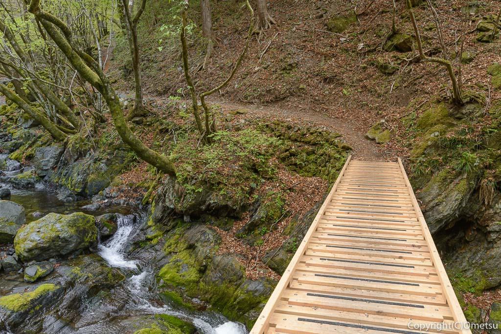 奥多摩町・川苔山の登山道の、台風19号で付け換えられた橋