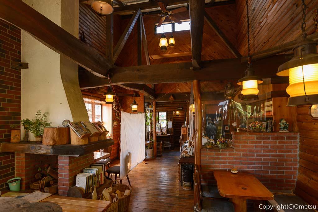 青梅市のカフェ・ウォールナットの室内