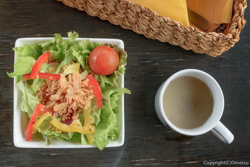 羽村市のクウォーターカラットのランチのサラダとスープ