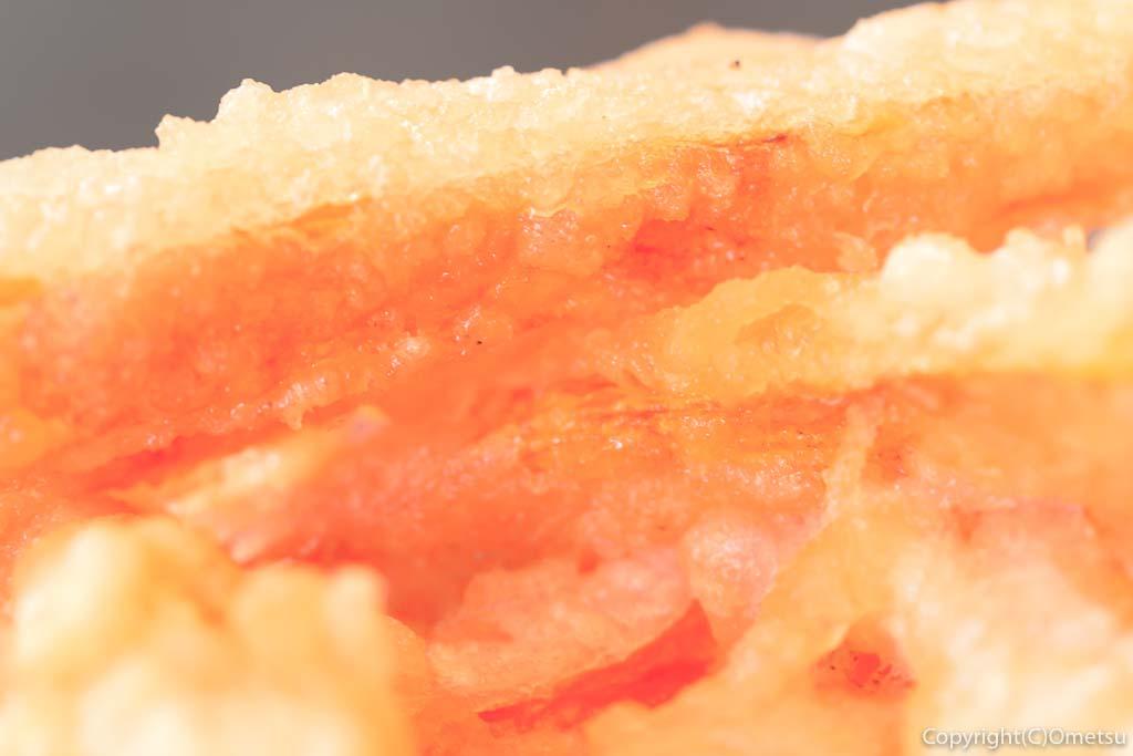あきる野市の蕎麦店・石臼挽き手打そば ひらの の野菜天もりそば のニンジンの天ぷら