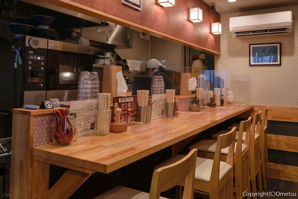 福生市のラーメン店「麺や 田むら」の店内