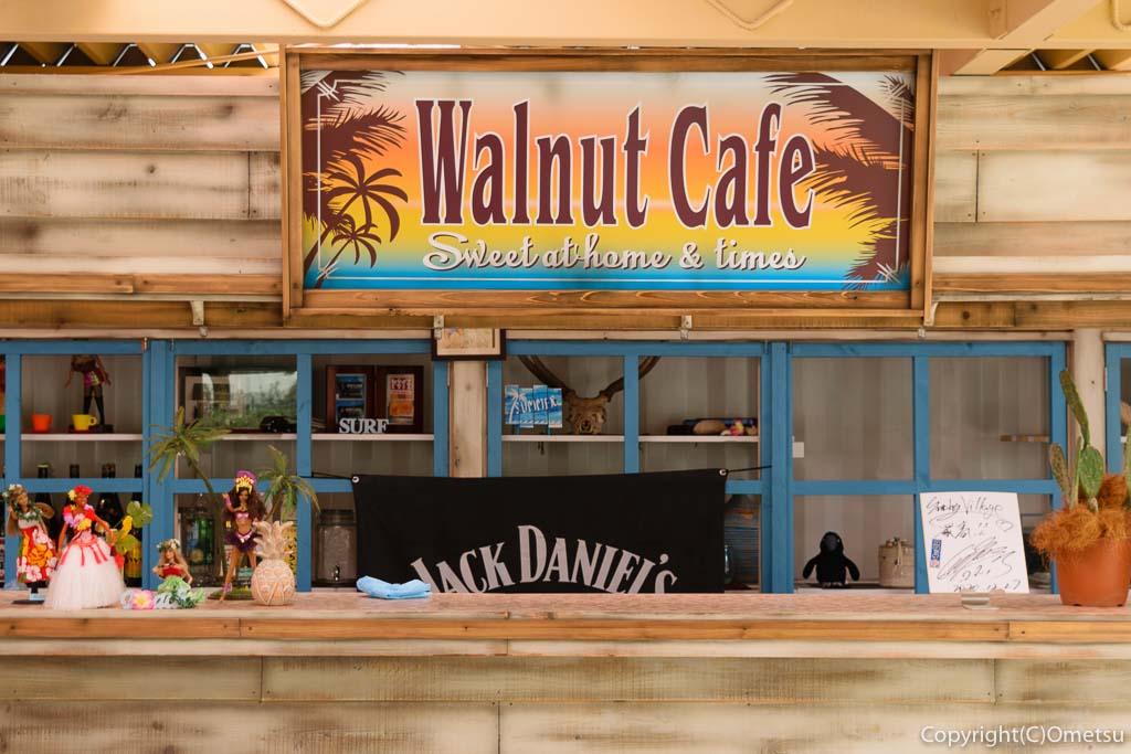 日の出町の屋台レストラン・Sunday Village(サンデービレッジ)の看板
