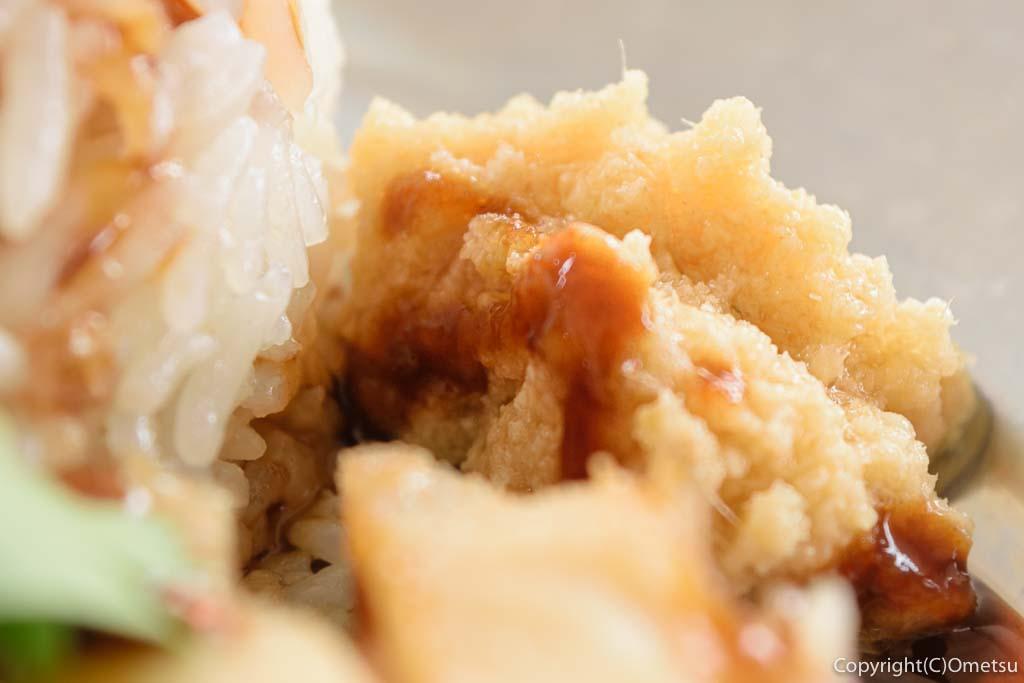 日の出町の屋台レストラン・Sunday Village(サンデービレッジ)のシンガポールライスの薬味の生姜