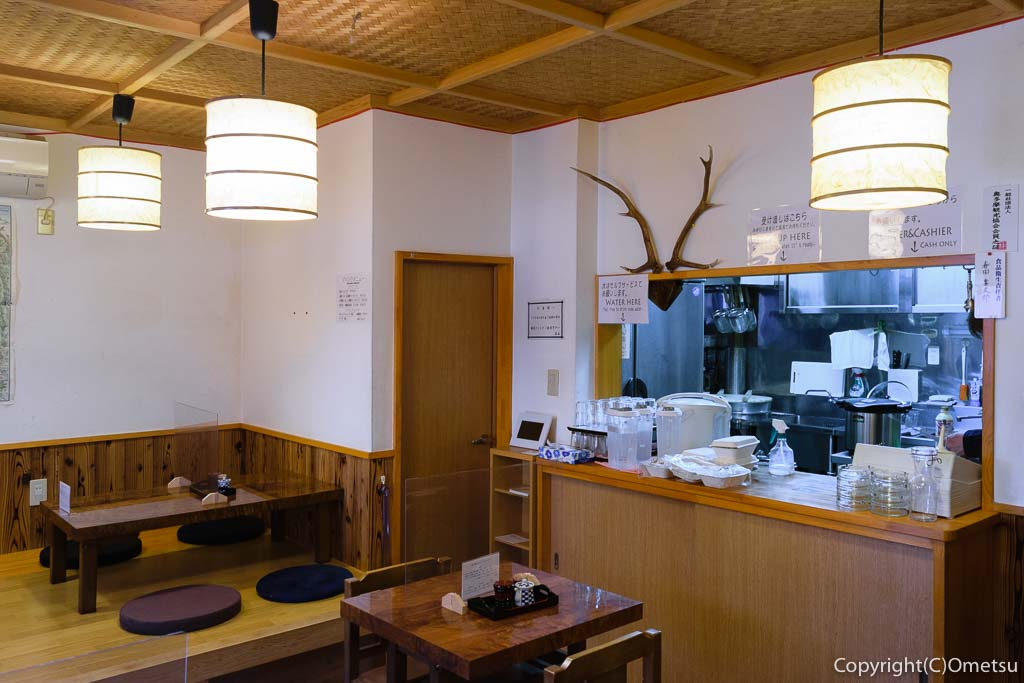 JR青梅線・奥多摩駅すぐの、柳小路の、飲食処・ヤナギコージ 店内