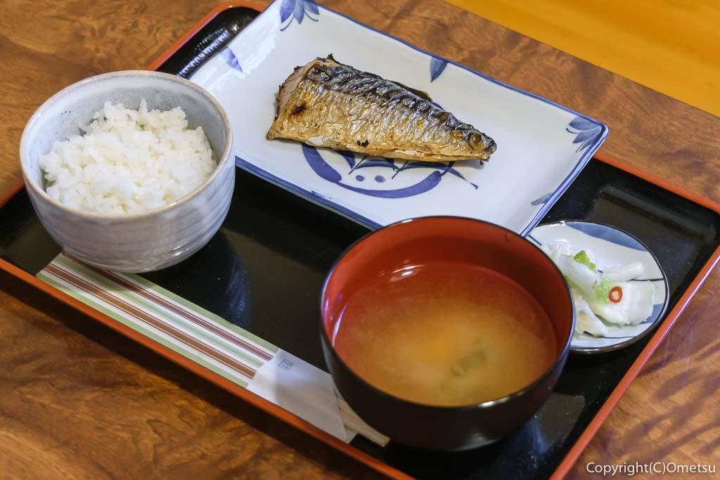 JR青梅線・奥多摩駅すぐの、柳小路の、飲食処・ヤナギコージ 焼きサバ定食