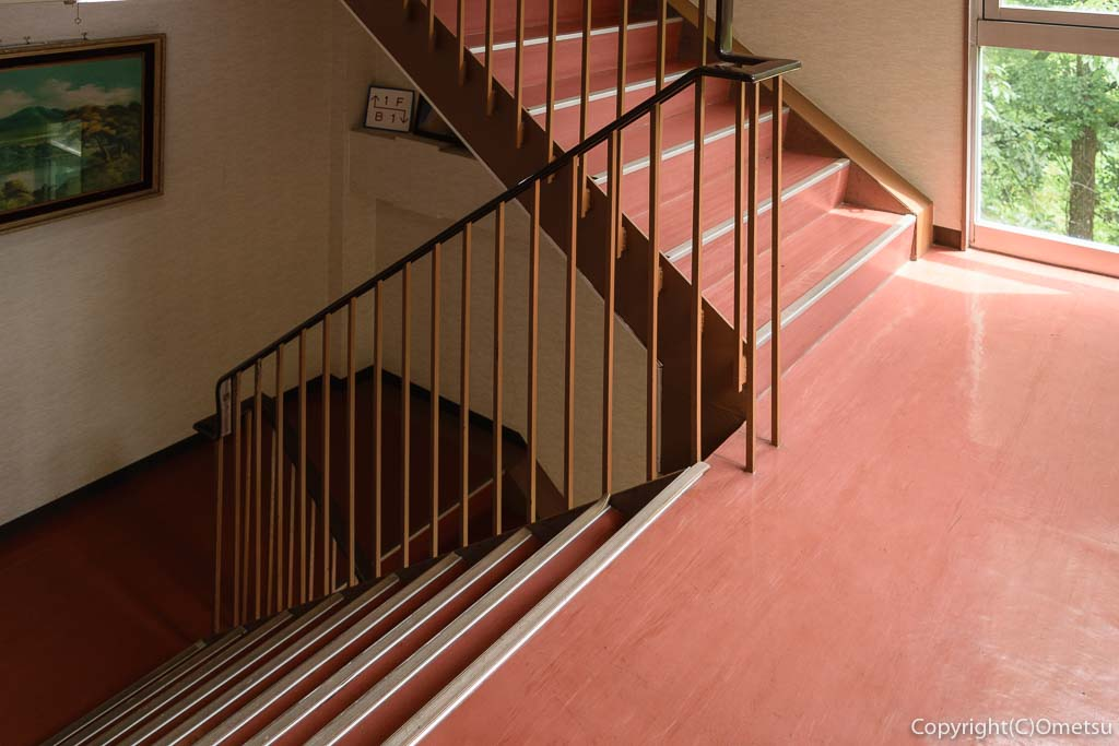 奥多摩町の玉翆荘の階段