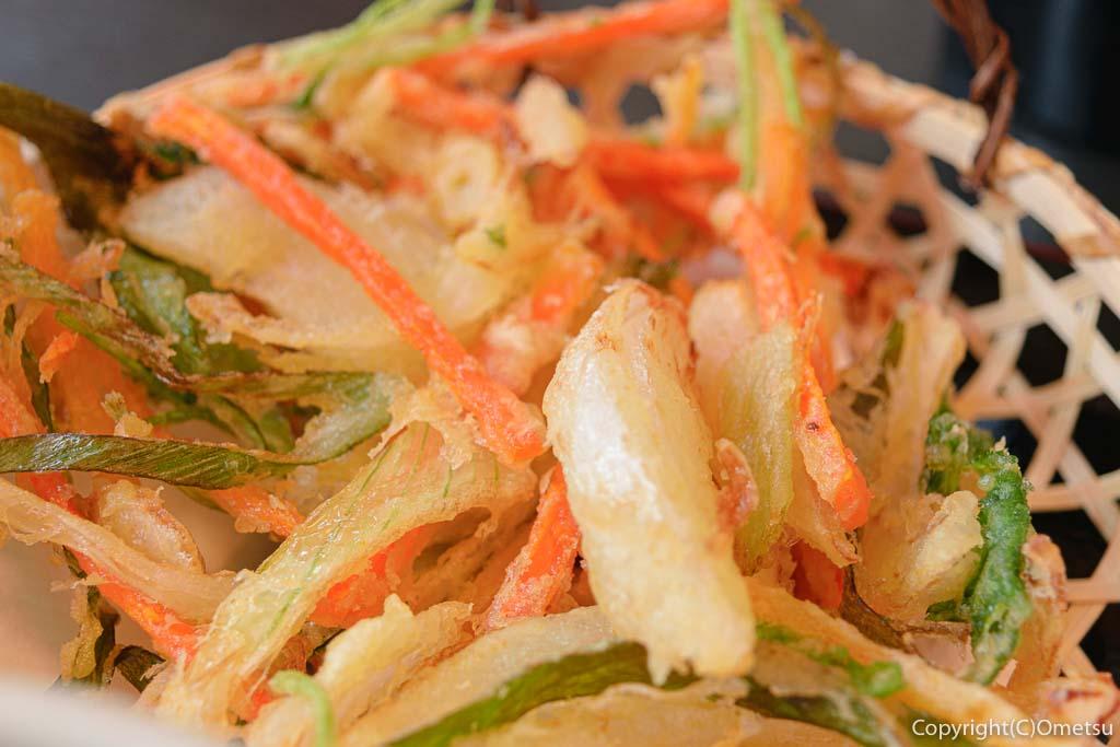 青梅・岩蔵温泉の、うどん多喜山館の、かき揚げの天ぷら