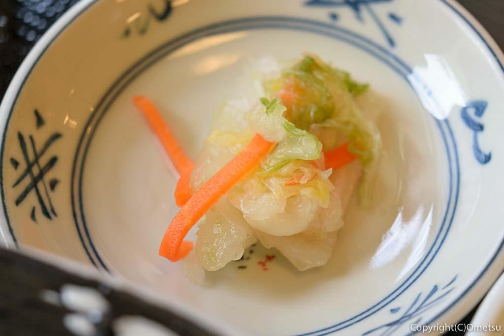 青梅・岩蔵温泉の、うどん多喜山館の、肉つけ汁うどん の漬物