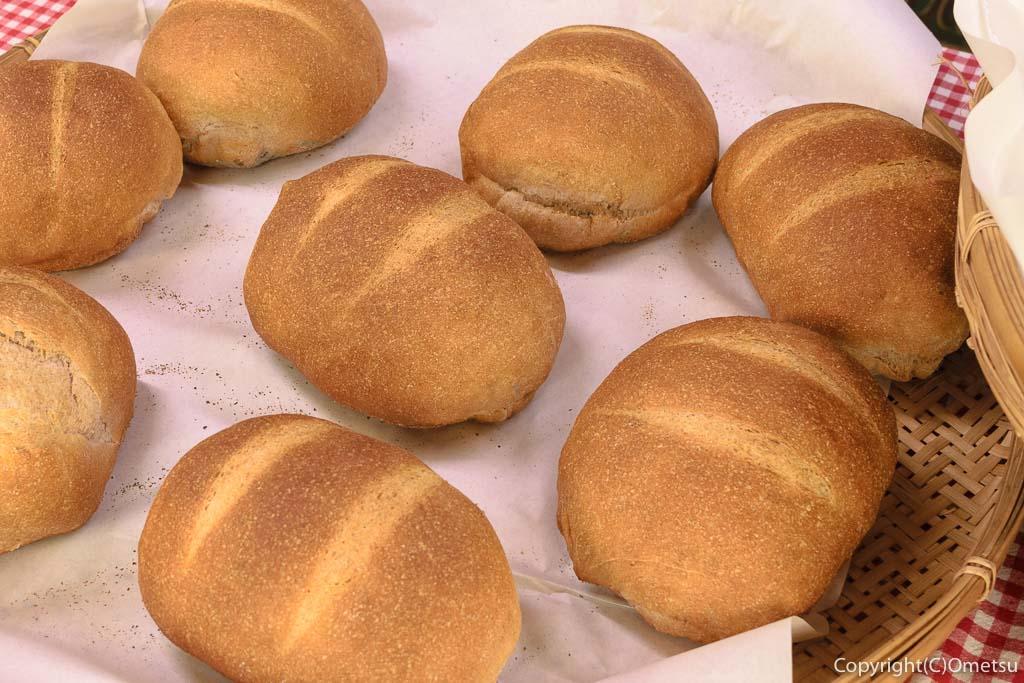 青梅の石薪窯パン店「麦  MUJI」のプレーンパン