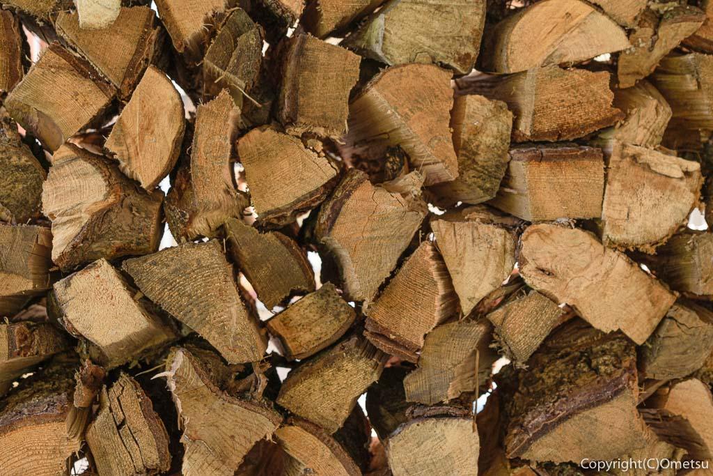 青梅の石薪窯パン店「麦  MUJI」の薪