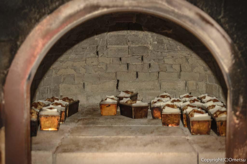 青梅の石薪窯パン店「麦  MUJI」のパウンドケーキの窯