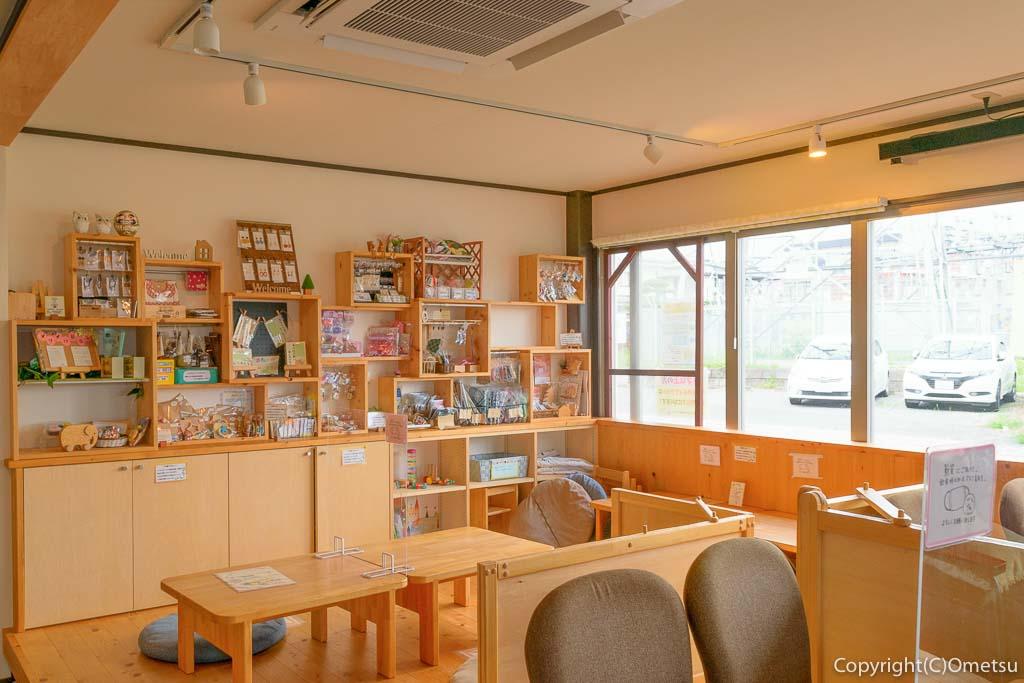 羽村「みんなのカフェ メリ・メロ」の店内