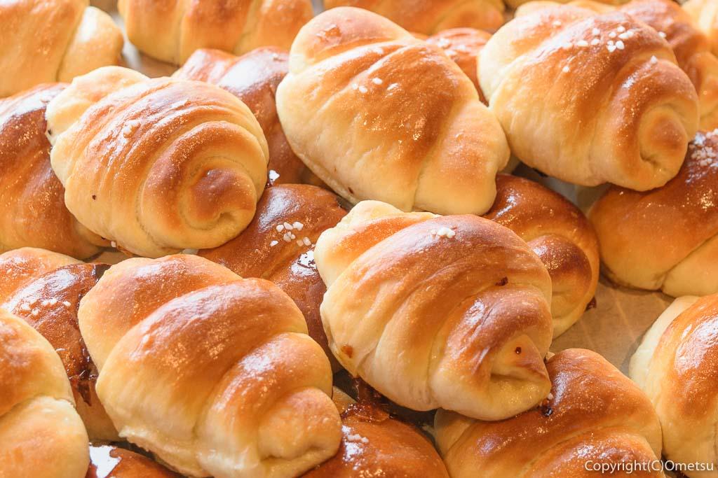 羽村市のパン店・オープンゲートベーカリー(OPEN GATE BAKERY)のマヌカはちみつの塩バターパン