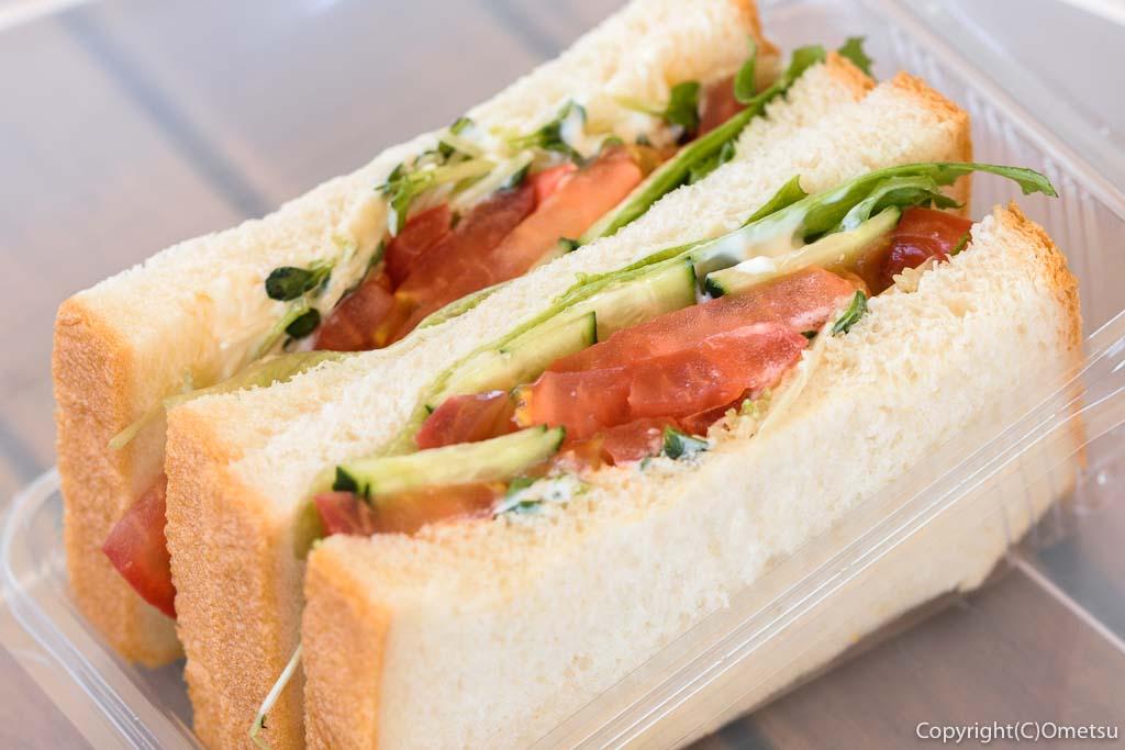 """羽村市のパン店・オープンゲートベーカリー(OPEN GATE BAKERY)の、「OGB""""vege""""たっぷり野菜」サンドイッチ"""